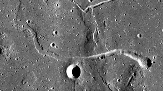 Израильтяне хотят заглянуть в лунные пещеры