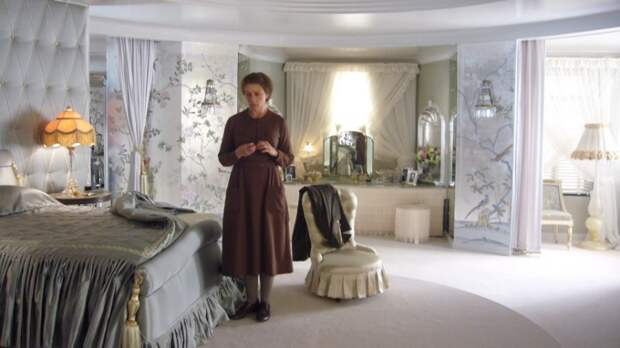 Американский гламур и британское ар-деко в фильме «Мисс Петтигрю» (2008).