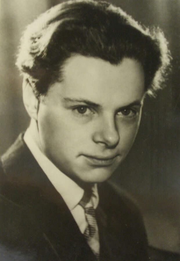 Исполнилось 90 лет со дня рождения Леонида Харитонова
