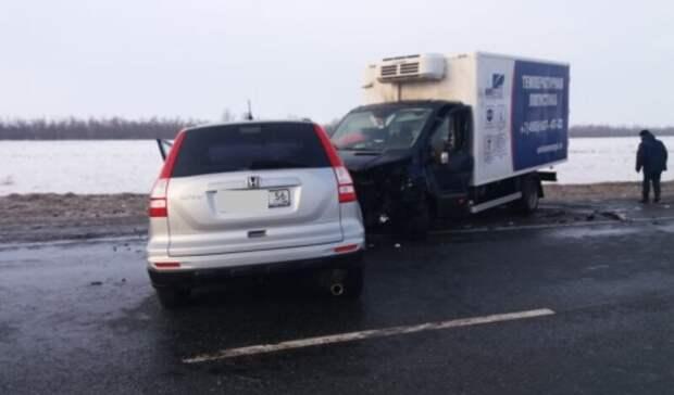 На трассе в Переволоцком районе лоб в лоб столкнулись Honda и Ford: есть пострадавшие