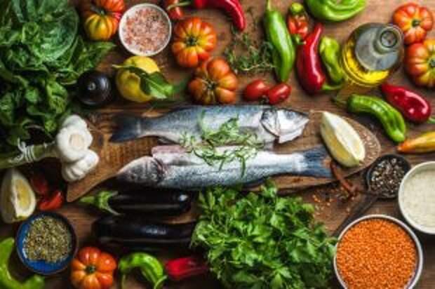 Без мяса и соли, но с красным вином. Что такое средиземноморская диета