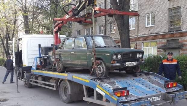 В Климовске убрали брошенный автомобиль на проспекте 50 лет Октября