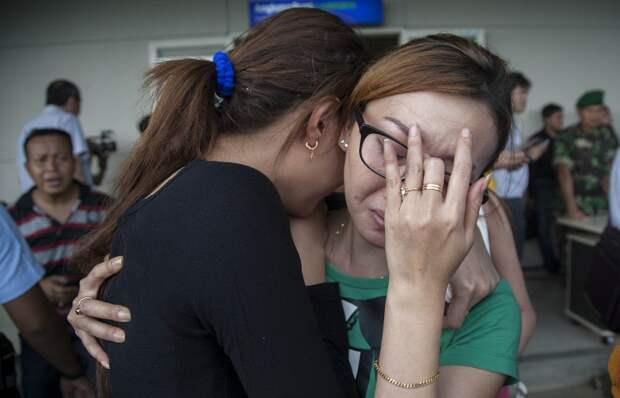 Операция по поиску пропавшего самолета AirAsia возобновлена