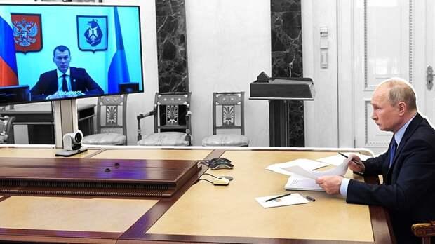 Путин заявил о введении единого базового оклада для всех медработников