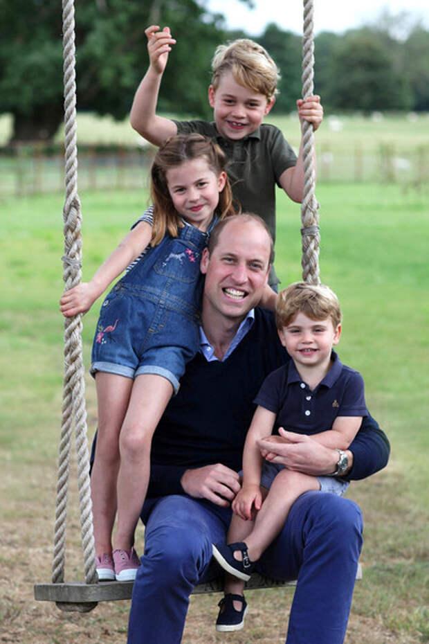 Принцу Луи три года. 15 трогательных фотографий младшего сына Кейт Миддлтон и Уильяма