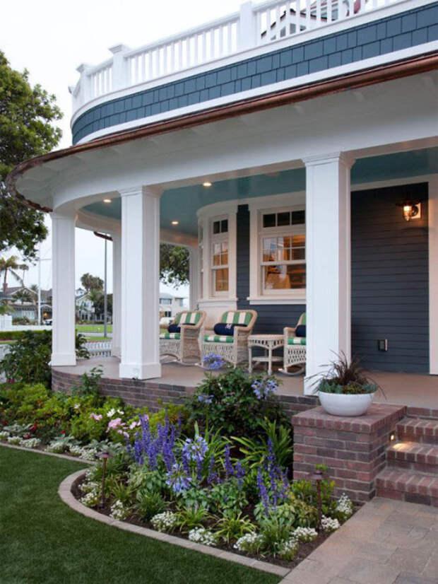 Красивое и необычное озеленение возле дома создаст в садовом участке оазис зелени и свежести.