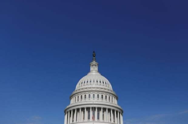 Здание Капитолия в Вашингтоне, 21 июля 2020 года. REUTERS/Tom Brenner