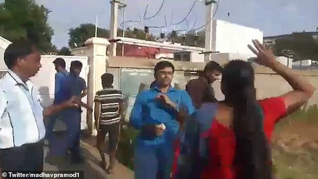 В Индии жены избили мужа за мысли о третьей жене