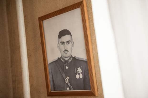 Вагаршак Хачатрян пошел на войну 17-летним. Был ранен. Потом до 1950-х служил в Советской армии