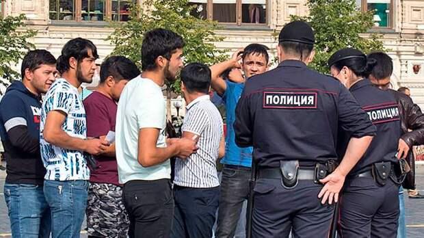 Мигранты делят Москву и плюют в русских