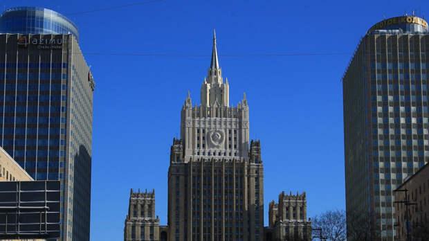 Задержанный в Петербурге украинский консул вернулся в дипучреждение