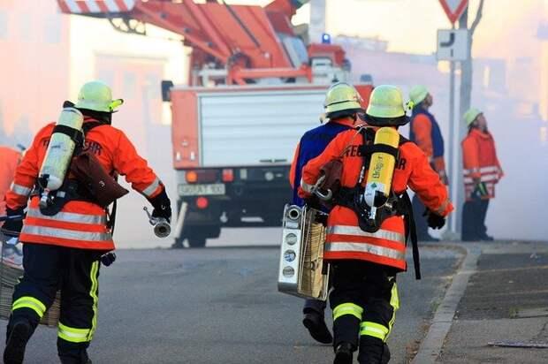 Двух человек спасли при пожаре в Северном Тушине