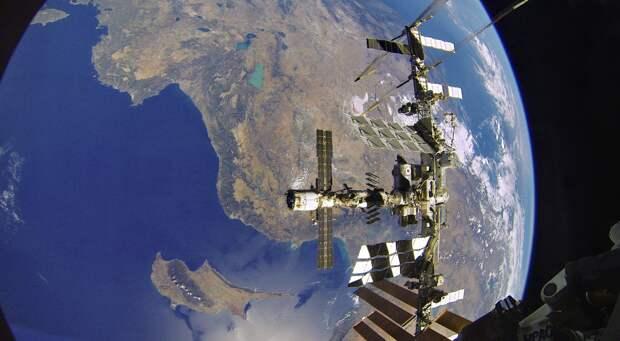Посадка завершена: члены экипажа МКС вернулись на Землю