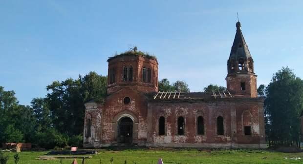 Жители села Большая Кибья в Удмуртии начали проводить субботники в старинной церкви
