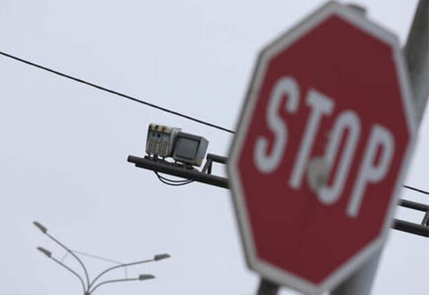 В России уменьшат размер дорожных знаков. И повесят повсюду камеры