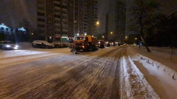 В Отрадном устраняют последствия снегопада