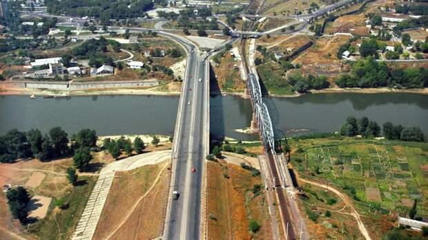Вид на мосты через реку Днестр, Молдова