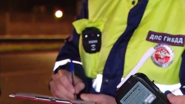 Мать водителя-подростка попала под статью за избиение автоинспектора в Петербурге