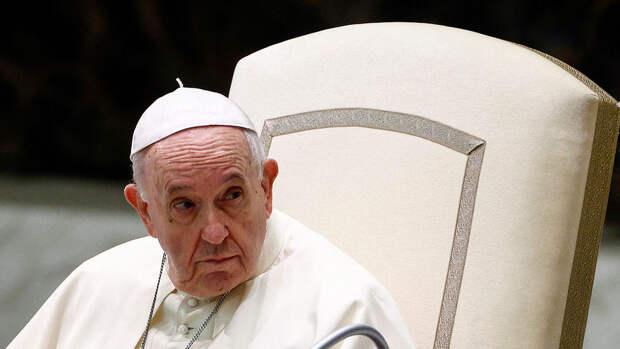 Папа Римский отказался менять таинство венчания ради однополых пары