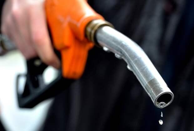Увеличившийся расход топлива говорит о неисправности машины. | Фото: automotolife.com.