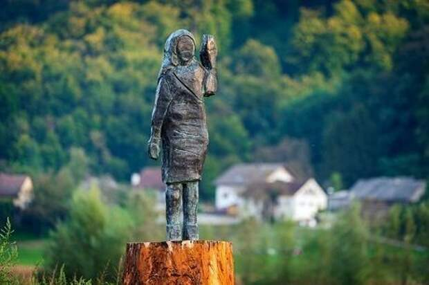 Статуя Мелании Трамп восстановлена после поджога, — Fox News (ФОТО)