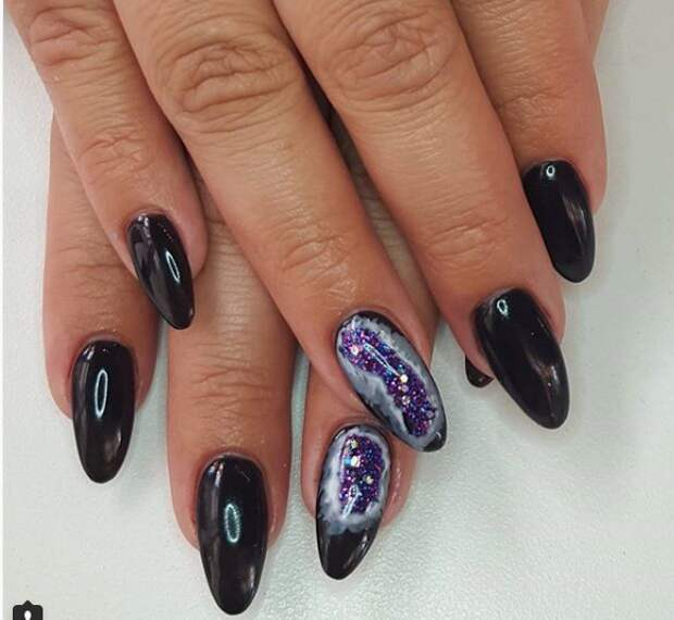 Жеоды на ногтях