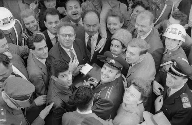Как Юрия Гагарина встречали после полета (ФОТО)
