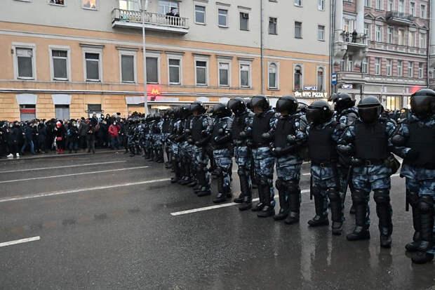 Москва выслала трех европейских дипломатов за участие в незаконных акциях