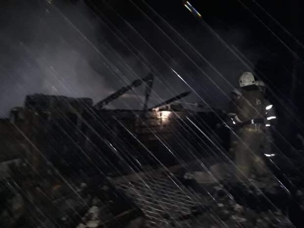 11 тел погибших рабочих пилорамы извлекли пожарные из-под обломков сгоревшего дома в Томской области