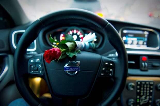 Volvo раздаст московским водителям миллион алых роз