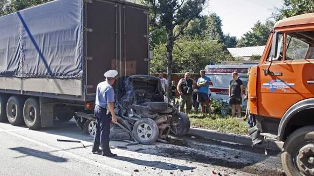 В России растет число ДТП из-за плохих дорог и неисправных автомобилей