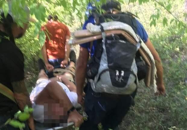 В Крыму сняли с деревьев еще двух парапланеристов