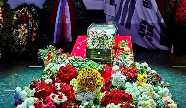 Семейный склеп Виктюка во Львове утонул сразу после похорон