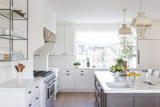 светлая столешница для белой кухни
