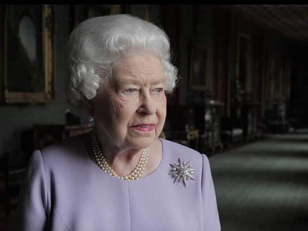 Королева Британии призвала изменить законы из-за «врагов страны»