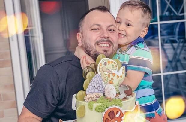 Похоронивший жену Сумишевский отмечает день рождения сына