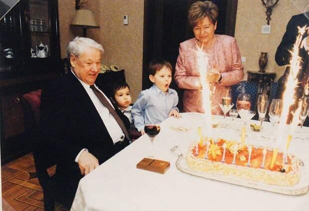 «Унизительные» пищевые пристрастия Ельцина и неправильная подача черной икры