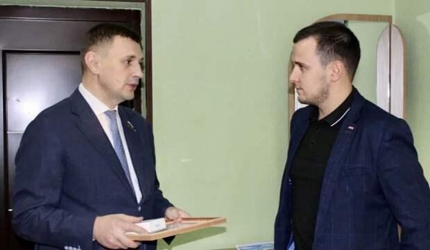 Депутат тульской Облдумы возобновил раздачу подарков