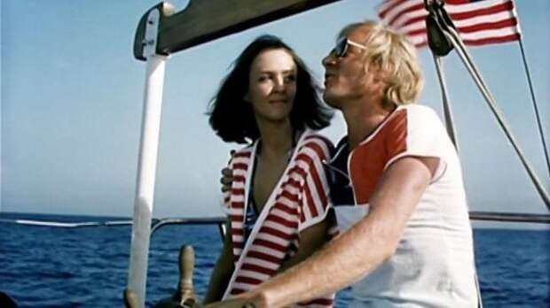 Американская красотка в цветах американского флага.