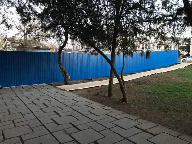 Стало известно, что за стройка началась в Екатерининском саду в Симферополе