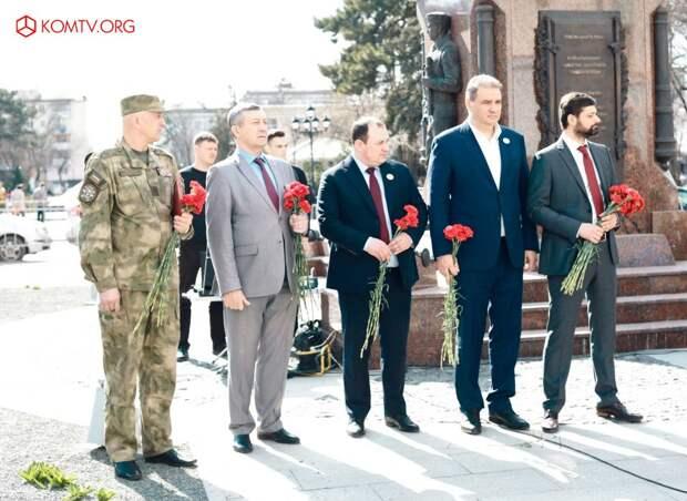 Глава ДНР Захарченко посетил Крым в годовщину референдума о присоединении к России 7