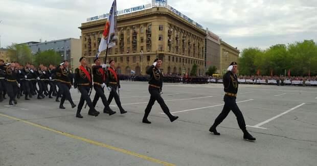 Жителям Волгограда запретили смотреть Парад Победы с балконов