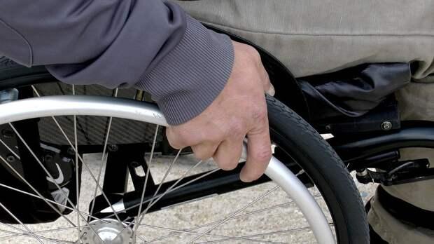 Инвалидам на колясках нужна помощь в перевозке / Фото: pixabay.com