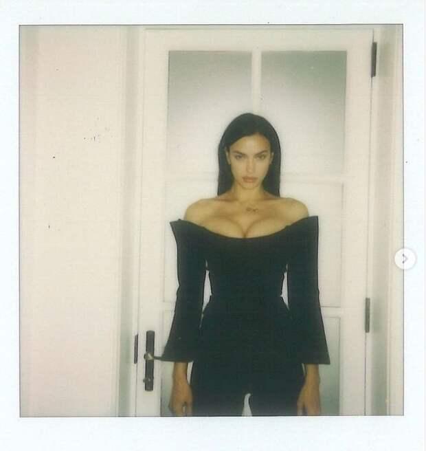 «Самая красивая женщина в мире»: Ирина Шейк порадовала поклонников снимками топлесс