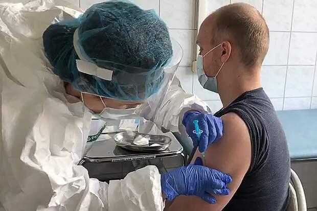 Назван возраст самого пожилого испытателя российской вакцины отCOVID-19