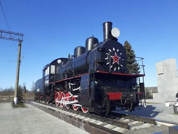 Станция Петрокрепость. Паровоз, исток Невы и вид на крепость Орешек