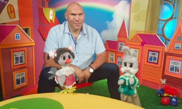 Николай Валуев исполнил свою мечту и стал ведущим любимой детской передачи