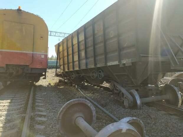 РЖД задержала пассажирские поезда из-за схода почти 20 вагонов в Карелии