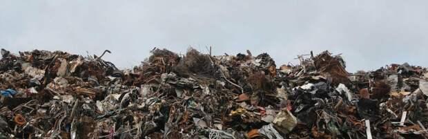 Жители Алматинской области жалуются на стихийную свалку, растянувшуюся на 2 километра