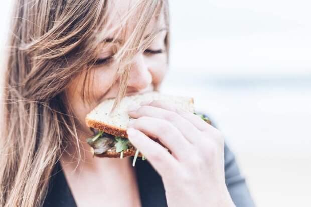 Как справиться с эмоциональным перееданием: 6 действенных советов